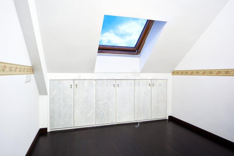 顶楼屋顶空间天窗视窗 库存照片