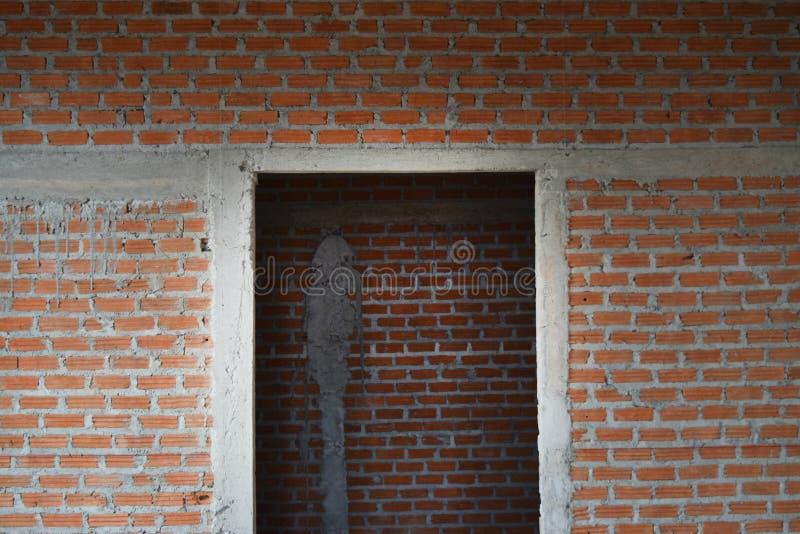顶楼瓦工墙壁的样式关闭和灰浆用水泥涂砖 免版税库存照片