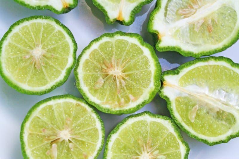 顶视图切片香柠檬非洲黑人石灰 库存照片