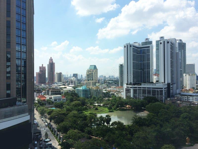 顶视图大厦风景城市,蓝天 库存照片