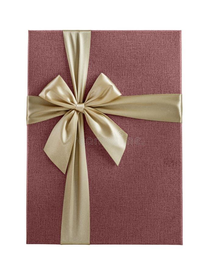 顶视图桃红色有被隔绝的金黄丝带的礼物盒 免版税库存图片