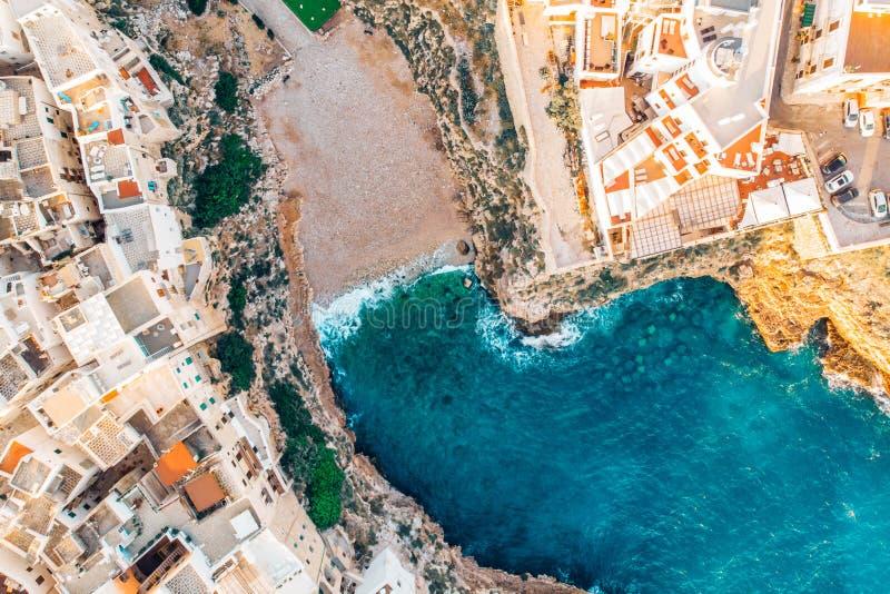 顶视图海滩波利尼亚诺阿马雷在没有人的夏日 库存图片