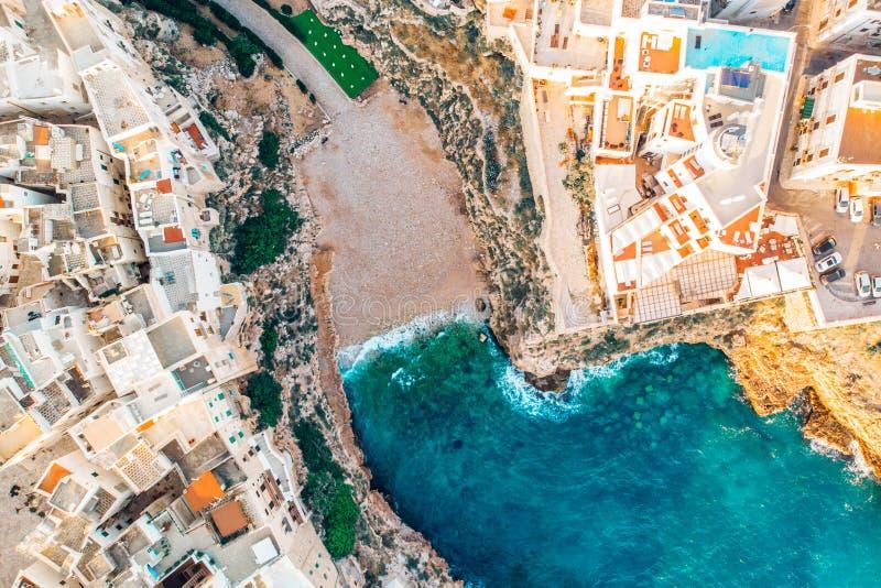 顶视图海滩波利尼亚诺阿马雷在没有人的夏日 图库摄影