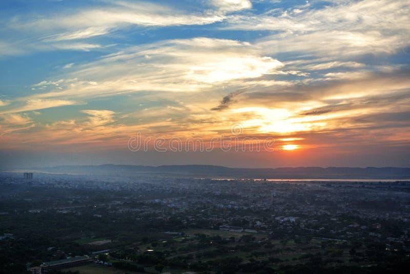 顶视图美好的日落在从曼德勒小山,缅甸缅甸的曼德勒 库存照片