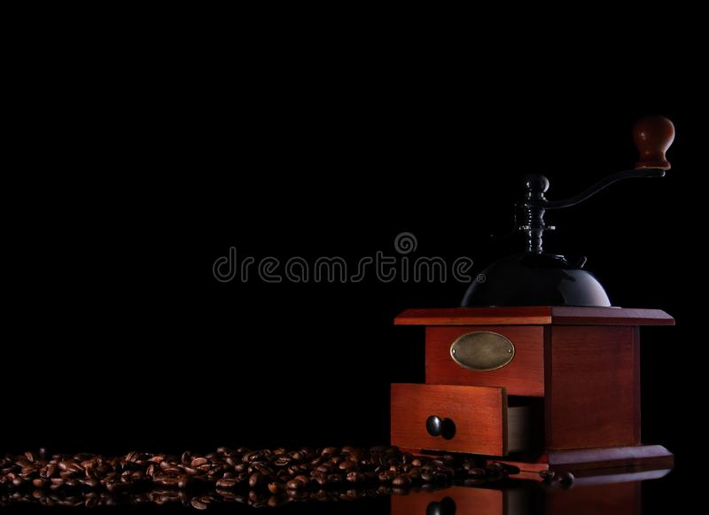 顶视图葡萄酒手工磨咖啡器 免版税库存照片