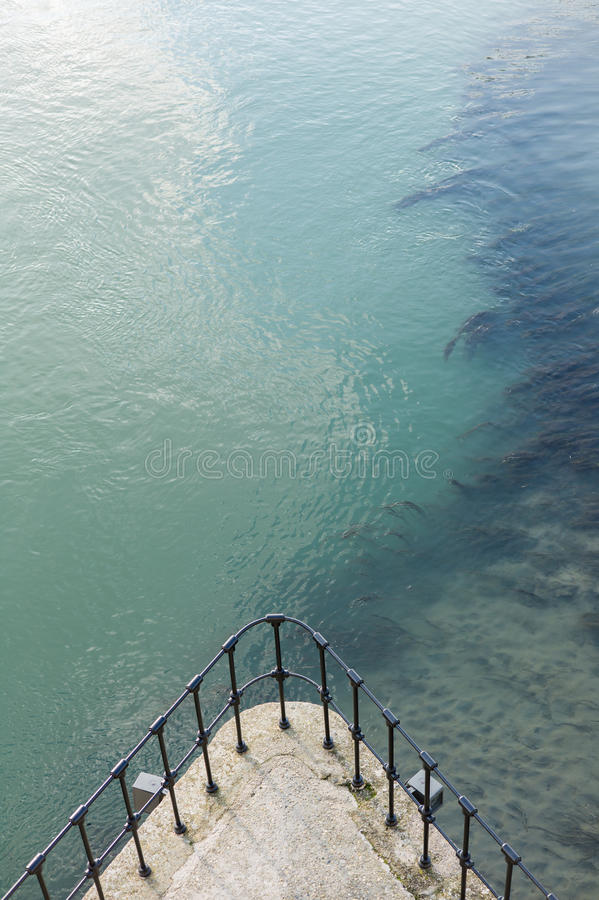 顶视图阳台巡航有湖背景 免版税库存图片