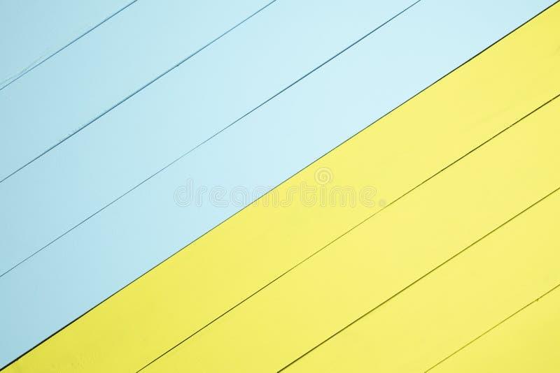 顶视图黄色和浅绿色的木背景 库存图片