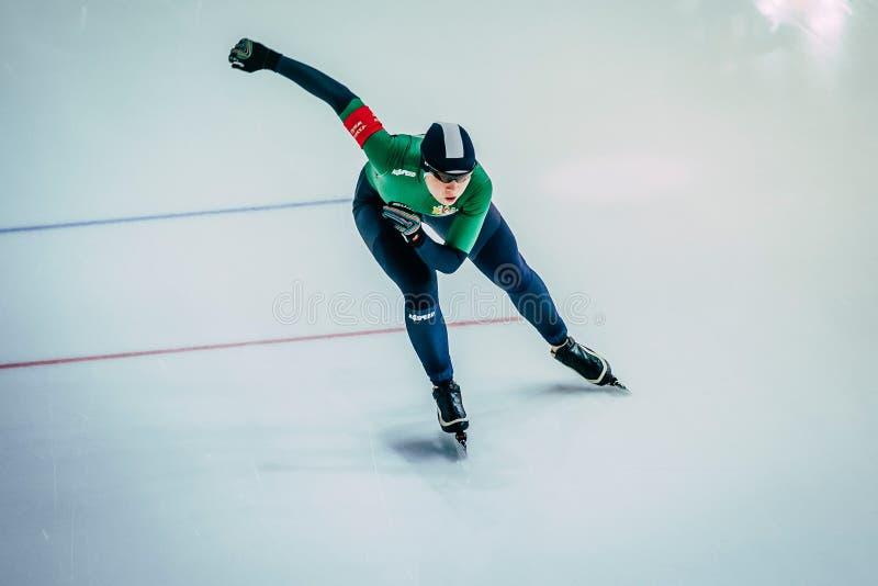 从顶面女子运动员速滑者短跑连续种族的看法 免版税库存照片