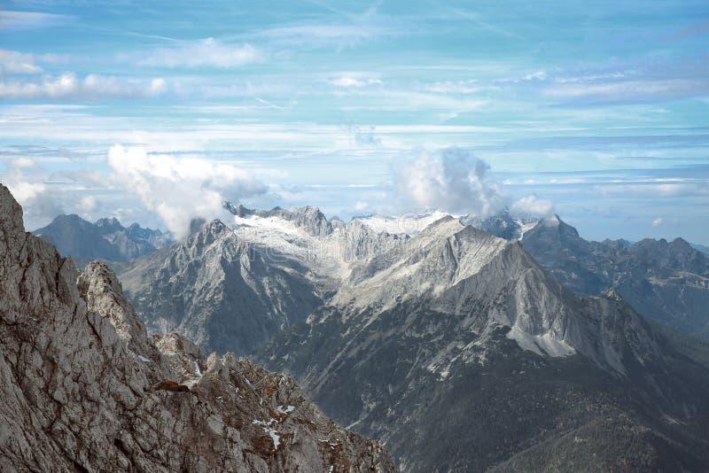 顶面斯诺伊watzmann里奇山国家公园米滕瓦尔德, Karwende 库存图片