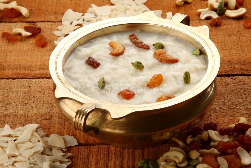 顶面看法帕拉达payasam-a可口点心做用米,牛奶 糖和干果子 免版税库存照片