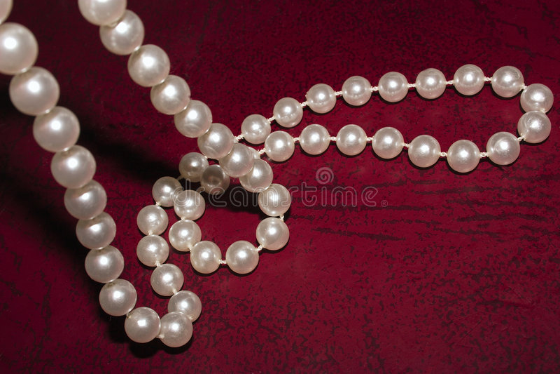 Download 项链珍珠 库存图片. 图片 包括有 皮革, 背包, 牡蛎, 字符串, 自然, 对象, 珍珠, 服装, 珠宝, 项链 - 56505
