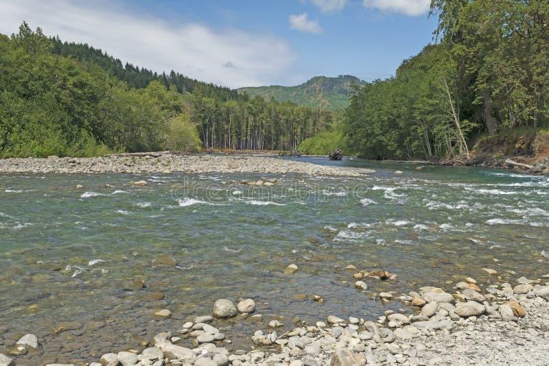 顺流看在一好日子山河 库存图片