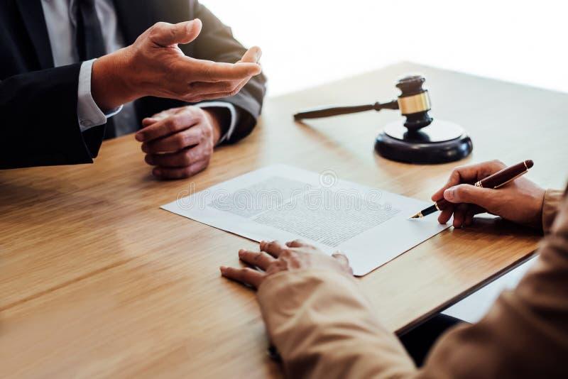 顾客服务好合作,在Busine之间的咨询 免版税库存照片