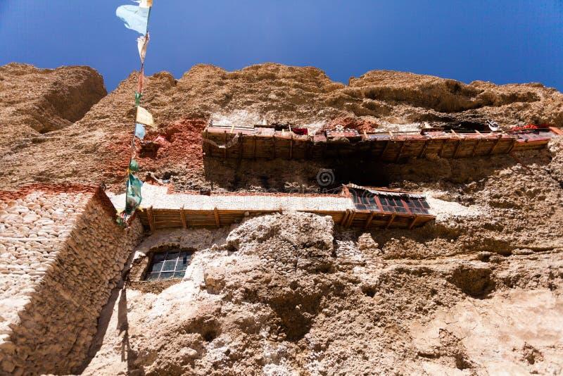 Download 顾普洱寺庙底视图在悬崖 库存照片. 图片 包括有 寺庙, 天空, 西藏, 悬崖, 蓝色, 尼泊尔, 高地 - 30335524