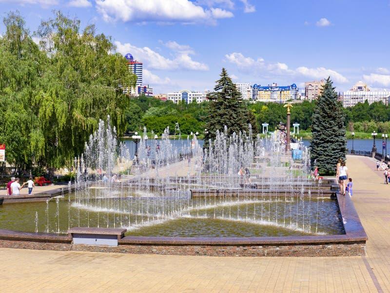 顿涅茨克公园喷泉 免版税图库摄影
