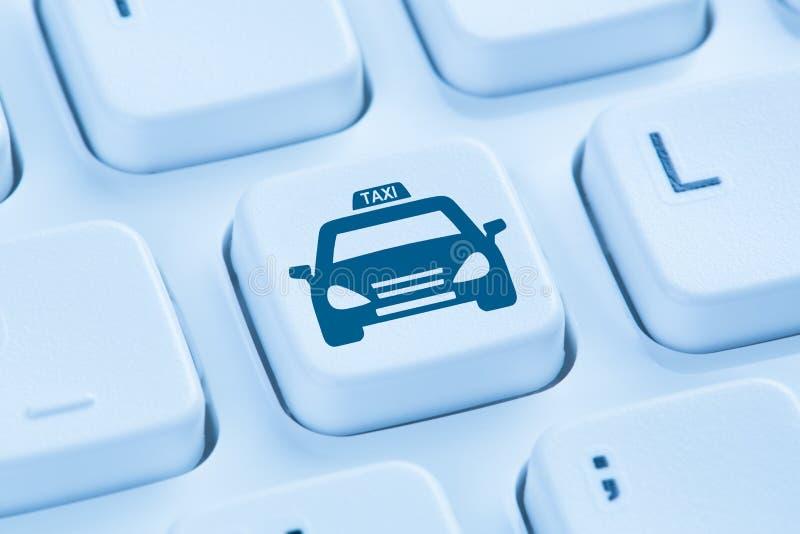 预定预定蓝色键盘的出租车网上互联网 免版税库存图片