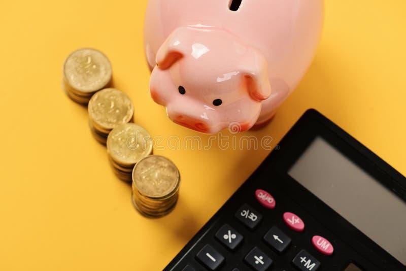 预算和付税概念 银行铸造贪心 库存图片