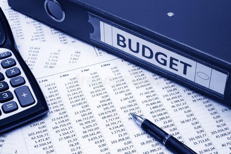 预算溢出的粗麻布硬币概念漏洞乘坐的大袋 库存图片