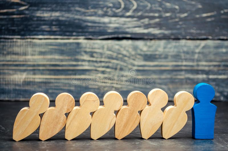 领导商人中止下跌的多米诺 强和可靠的上司 在事务和他们的解答的困难 流动代课教师组 Th 免版税库存图片