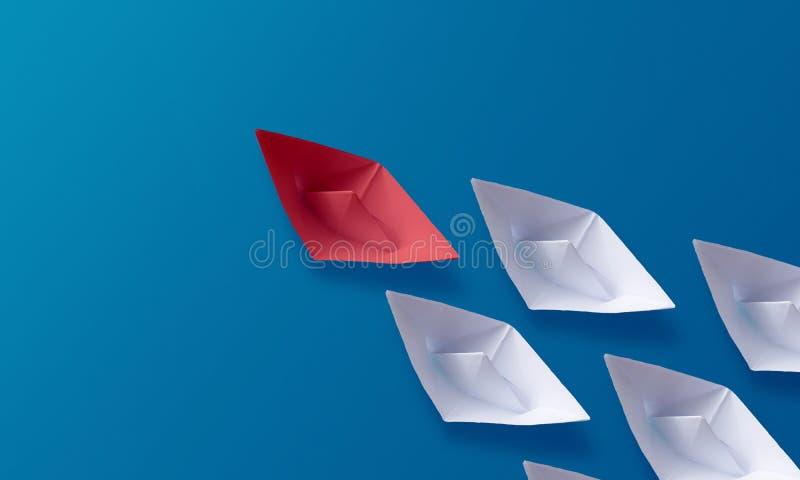 领导概念,红色Origami纸小船带领的小组白色小船 库存照片