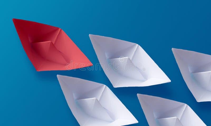 领导概念,红色Origami纸小船带领的小组白色小船 免版税库存图片
