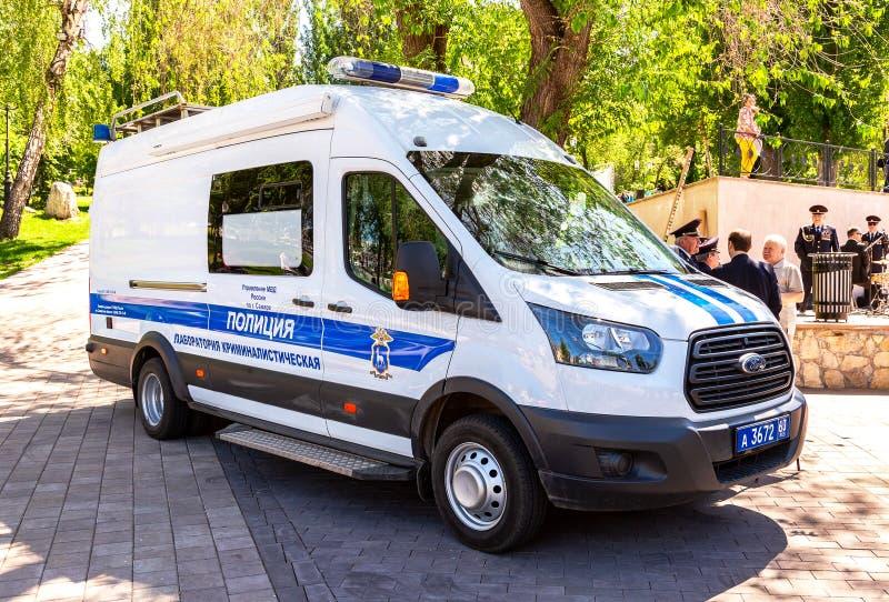 题字'警察,犯罪研究室'俄国警车板的  免版税库存图片