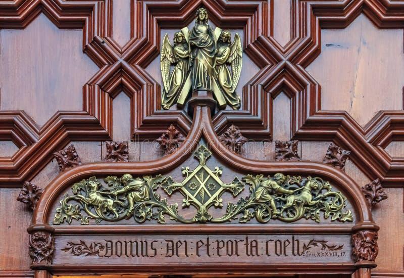 题字多姆斯代罗西和波尔塔Coeli意思教堂和D 库存照片