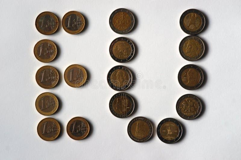 题字是硬币欧盟相当1和2欧元价值的 免版税图库摄影