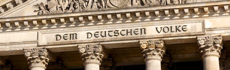 Reichstag题字在柏林 库存图片