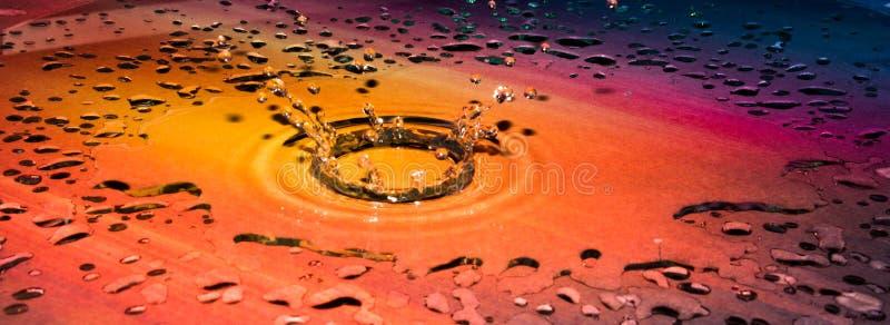 颜色下落在水中 库存图片