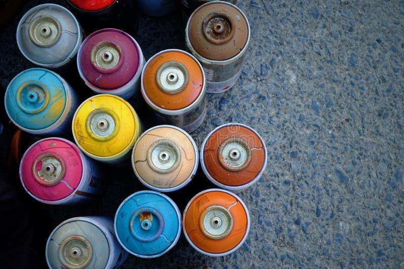 颜色喷漆罐头 免版税库存图片