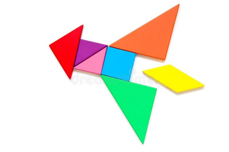 颜色在火箭形状的七巧板难题在白色背景 免版税库存图片