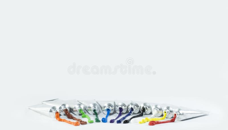 颜色在铝管被包装 免版税库存照片