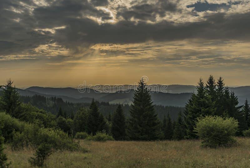颜色在Velky Javornik附近的夏天视图在摩拉维亚和斯洛伐克边界 库存图片