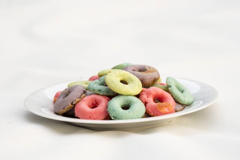 颜色油炸圈饼 免版税库存照片