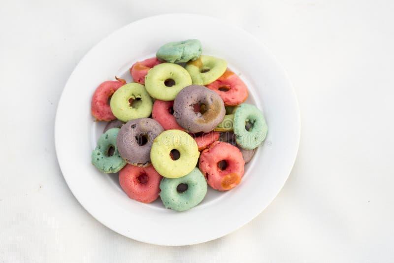 颜色油炸圈饼 免版税图库摄影