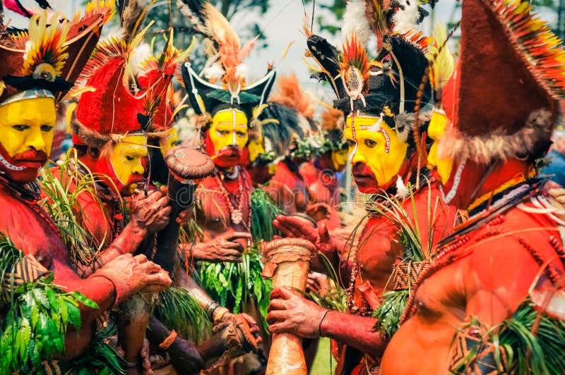 颜色的人们在巴布亚新几内亚 免版税图库摄影