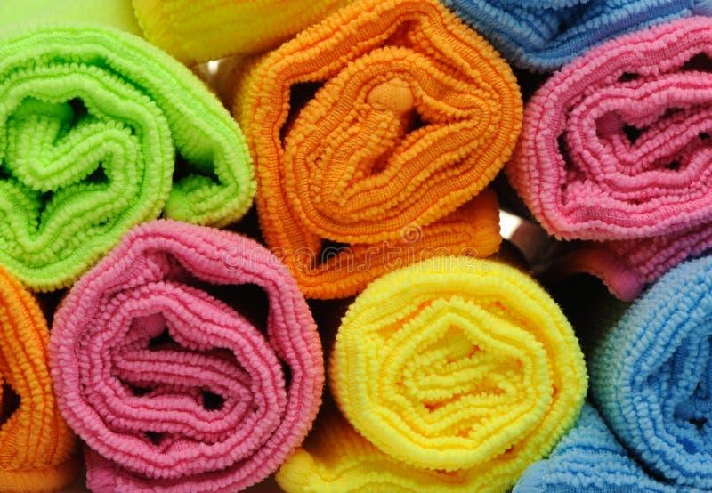 颜色被削减的双卷毛巾 库存照片