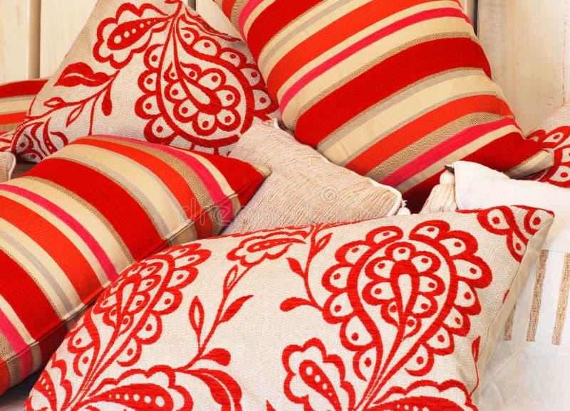 颜色质朴的枕头 库存照片