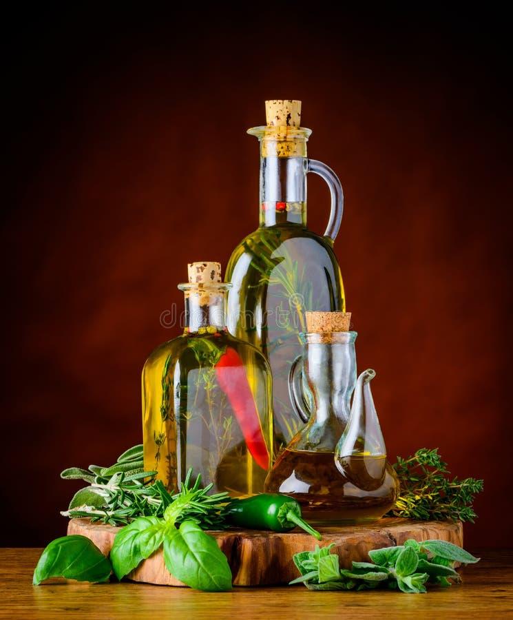 额外在瓶的维尔京橄榄油 库存图片