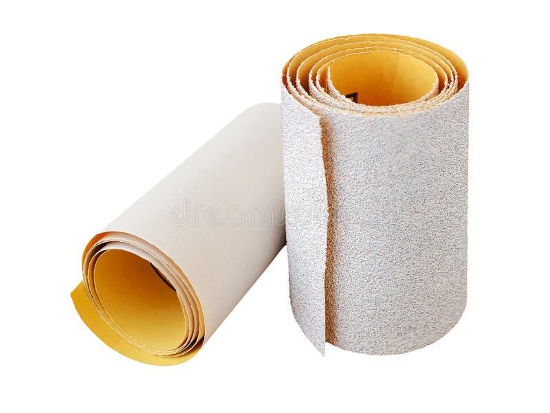 额外粗糙和过细的氧化铝沙纸两卷  烘干沙的砂纸 处理木头和金属, 免版税库存图片