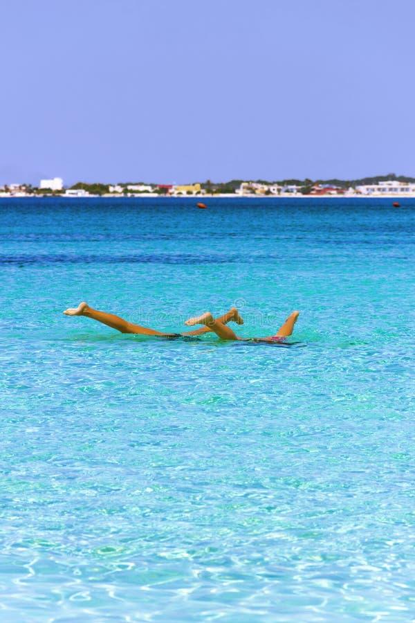 颠倒 普利亚最美丽的沙滩:波尔托切萨雷奥海军陆战队员, Salento coastITALY (莱切) 免版税库存照片