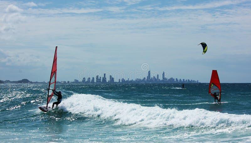 风冲浪者在Goldcoast海洋在澳大利亚,昆士兰惠灵顿点 免版税图库摄影