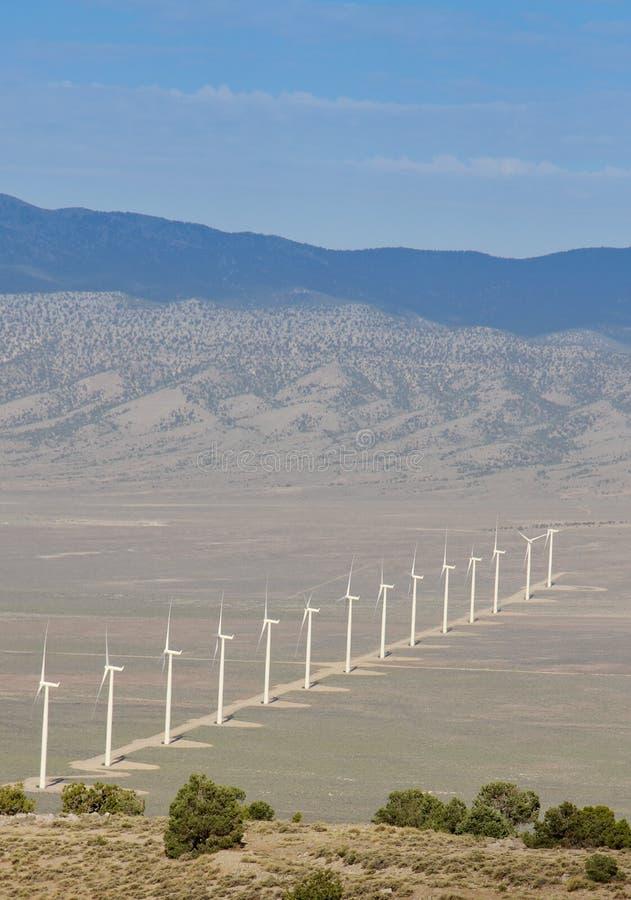 风力的发电器在沙漠 免版税图库摄影