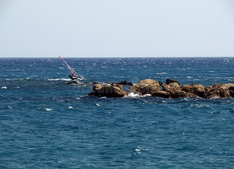 风帆冲浪。 免版税库存照片
