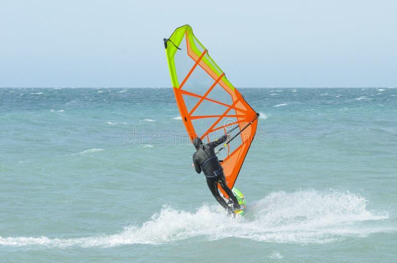 风帆冲浪者乘驾在黑海 r 库存图片