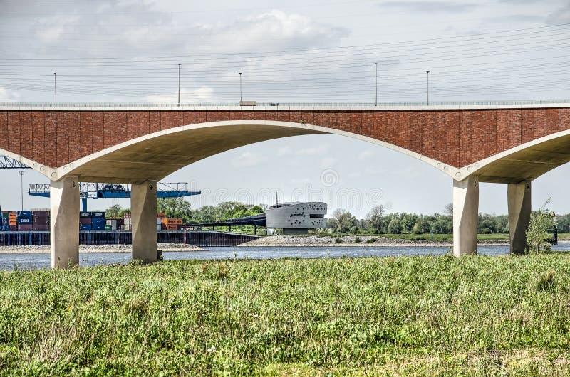 风景、桥梁和河 库存图片