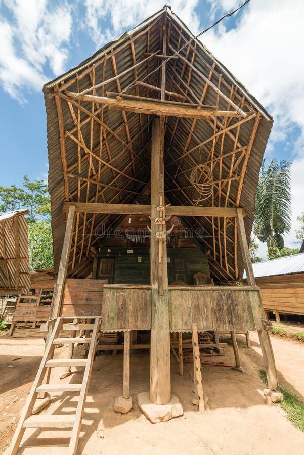 风景传统建筑学,塔娜Toraja,苏拉威西岛,印度尼西亚 免版税图库摄影