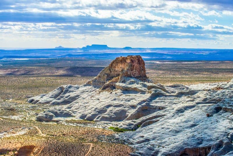风景场面湖鲍威尔和周围的峡谷 免版税图库摄影