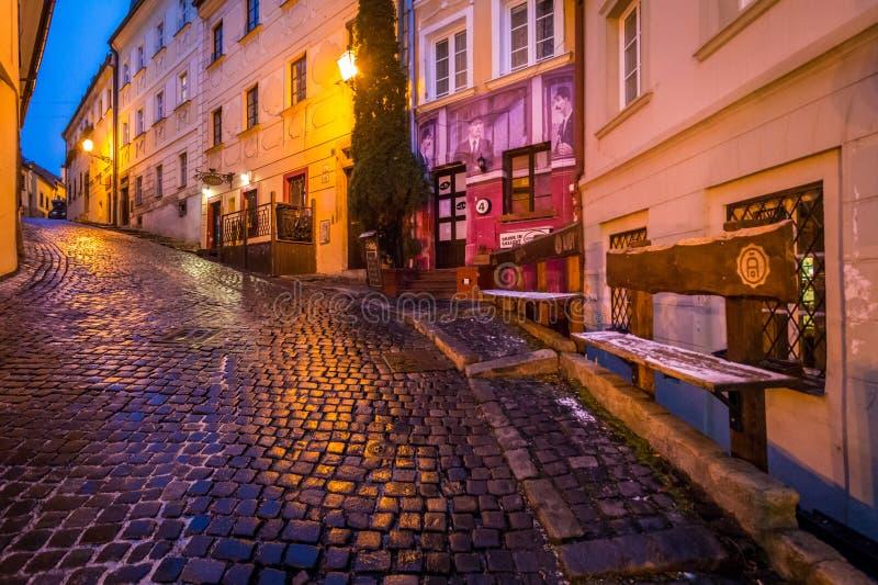 风景夜冬天视图在布拉索夫,斯洛伐克 库存图片